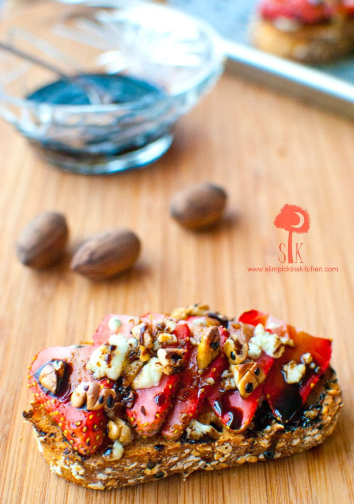 Strawberry-Gorgonzola-Toast-w-Balsamic-Reduction-2