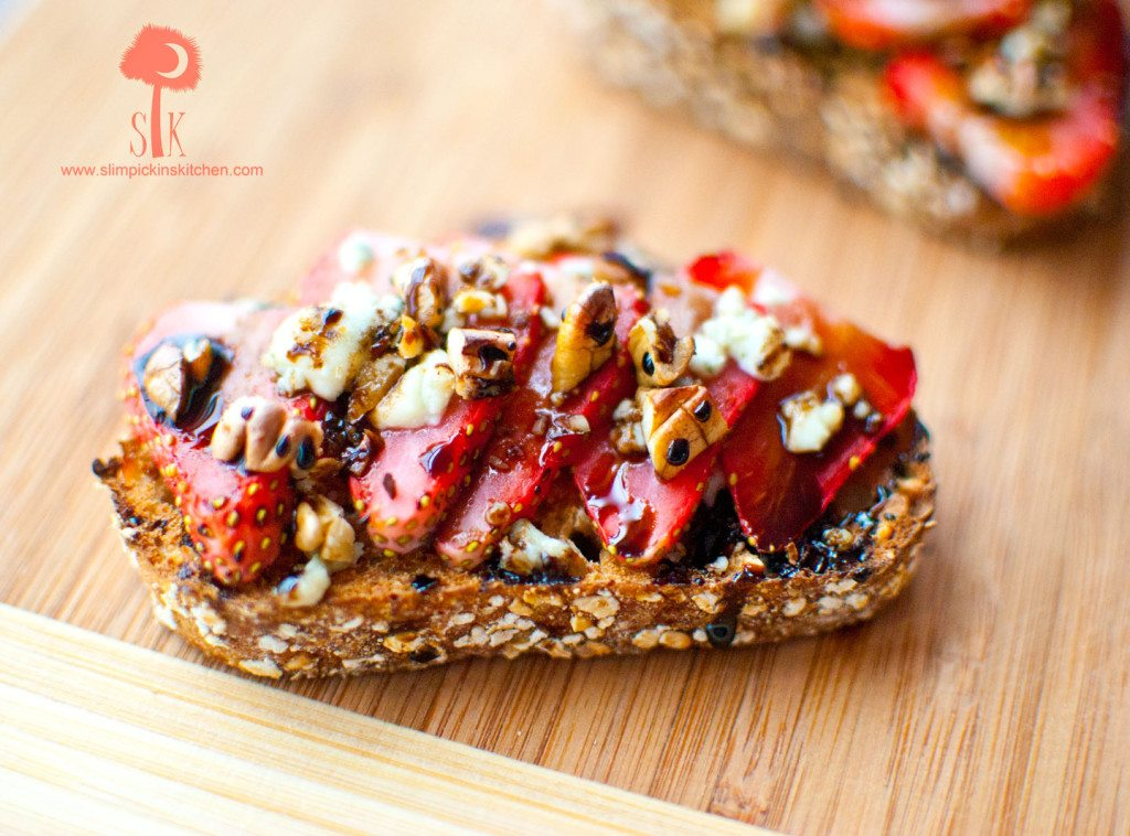 Strawberry-Gorgonzola-Toast-w-Balsamic-Reduction-5
