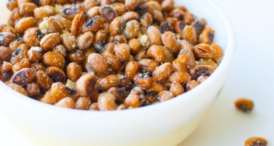 Sour Cream and Onion Roasted Black Eyed Peas