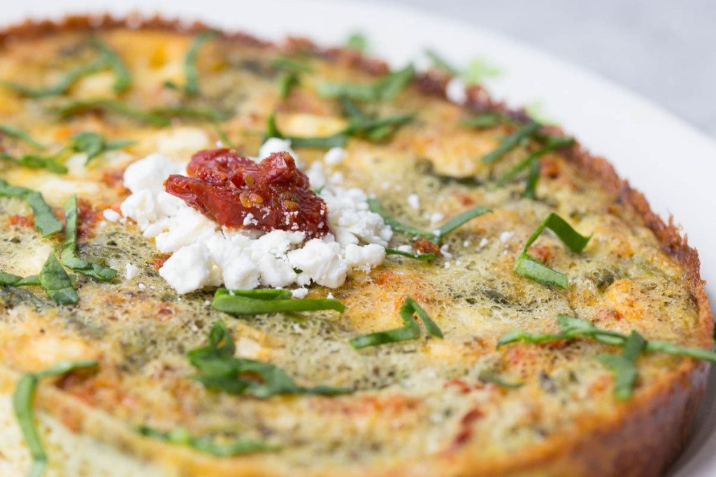 Slow Cooker Sundried Tomato, Asparagus, and Feta Fritatta: An delicious and healthy breakfast recipe that's made in the slow cooker! This recipe is great for a Mother's Day brunch, bridal shower, or for your meal planning for the week.